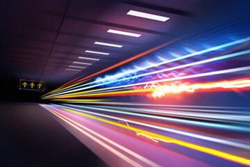 Video Hosting mit extrem schnellen Upload und Abrufzeiten: verzerrte Lichter